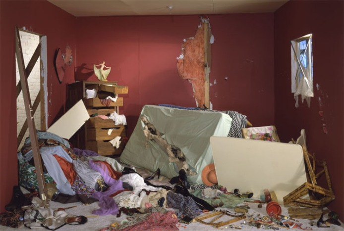 jeff-wall-the-destroyed-room_0